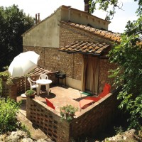 Organic farm in Tuscany countryside surrounded by greenery (apt. 2 people)